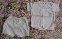 Комплект (кофточка и шортики) молочный с мишкой, возраст 3-6 мес