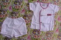 Комплект (кофточка и шортики) белый с красным кантом, возраст 3-6 мес