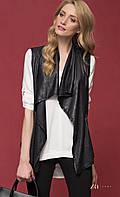 Женская стильная жилетка черного цвета из искусственной кожи. Модель Chrissy Zaps, коллекция осень-зима 2017.