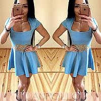 Женкое платье с кружевом на поясе