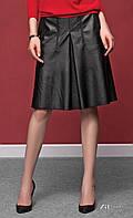 Женская юбка черного цвета из искусственной кожи. Модель Amarel Zaps. Коллекция осень-зима 2016-2017.