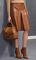 Женская юбка коричневого цвета из искусственной кожи. Модель Amarel Zaps. Коллекция осень-зима 2016-2017.