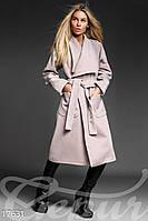 Светлое женское  демисезонное пальто.