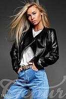 Короткая женская кожаная куртка - косуха.