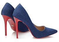 Стильные джинсовые туфли на красном каблуке