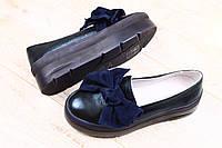 Женские синие туфли на высокой подошве с замшевым бантом