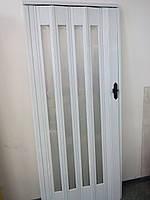 Дверь гармошка остекленная с декором белый ясень 610 с башенкой