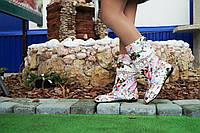 Стильные нежные тканевые сапожки с открытым носком