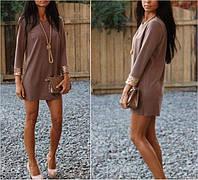 Короткое платье свободного кроя с блестящими манжетами