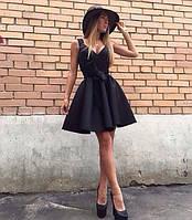 Стильное короткое платье на бретелях с фигурным лифом и пышной юбкой