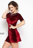 Короткое бархатное платье, расшитое жемчугом
