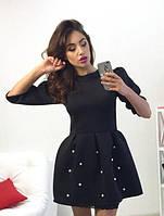 Короткое платье с пышной юбкой, расшитой жемчугом