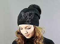 Модная женская шапка черного цвета с меховым бубоном