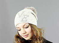 Модная женская шапка с меховым бубоном