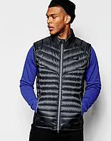 Черный дутый жилет Nike
