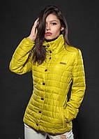 Яркая демисезонная женская куртка желтого цвета
