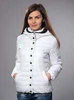 Стильная демисезонная женская куртка белого цвета