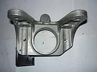 Кронштейн левой подушки двигателя (КПП) Renault Trafic / Vivaro 2.0 / 2.5dci 03> (OE RENAULT 8200219372)