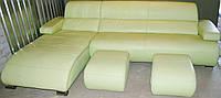 Угловой диван кожаный, со спальным местом, светло салатовый с 2 пуфами. Бесплатная доставка.
