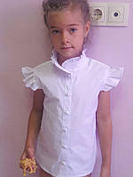 """Красивая, белая блузка с короткими рукавами """"Воротник стойка, рукава с драпировкой"""""""