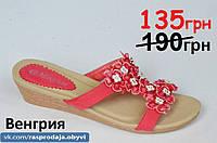 Шлепанци сланци на танкетке босоножки красные с цветочками красные женские полиуретан.Экономия 55грн