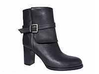 Женские кожаные демисезонные ботинки на каблуке с ремешком на отвороте