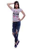 Модная женская футболка.