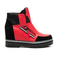 Дизайнерские ботинки женские на танкетке красные с черными вставками