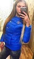 Женская цвета электрик курточка шанель со значком
