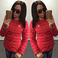 Женская красная курточка шанель со значком