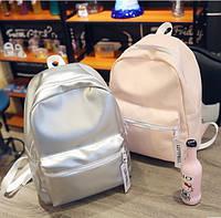 Рюкзак женский голографический в модных цветах.