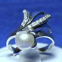 Ювелирное кольцо из серебра с жемчугом и фианитами 1693