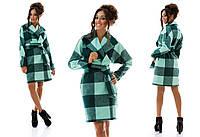 Женское демисезонное пальто в клетку с рукавом реглан