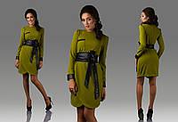 Осеннее приталенное платье с отделкой из эко кожи