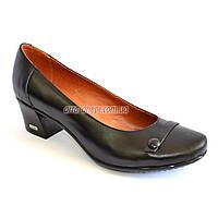 Женские кожаные черные туфли на невысоком каблуке классического пошива.