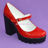 Женские туфли на тракторной подошве, натуральная лаковая кожа красного цвета