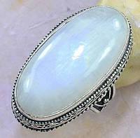 Лунный камень или адуляр. Винтажный перстень