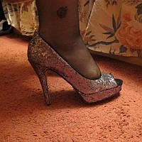 Туфли новые серебро 39 р