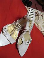 Босоножки длинный шнурок  39 белая
