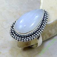 Лунный камень кольцо с адуляром 18,5 р-ер