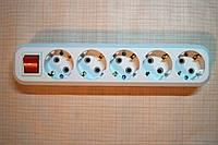 Колодка сетевая 220В на пять розеток с выключателем и заземлением