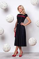 Черное платье стильного фасона