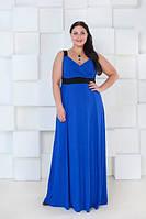 Длинное платье в пол с завышенной линией талии и глубоким вырезом декольте