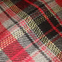 Шесть  для пальто ,из Англии , цена за 2,7 м Burberry , мерный лоскут серо-красный.