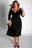 Бархатное платье миди с глубоким вырезом декольте и расклешенной юбкой