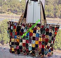 Яркая большая разноцветная кожаная сумка.