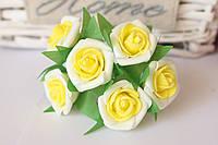 Розочка кудрявая 2.5 см из латекса (фоамирана) 6 шт/уп на стебле белого цвета с желтой серединкой