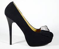 Женские замшевые туфли на шпильке Magnori