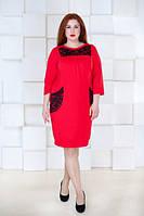 Короткое прямое платье с рукавами 3/4 и гипюровыми вставками