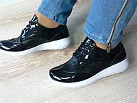 Кроссовки черные с лаковым носиком